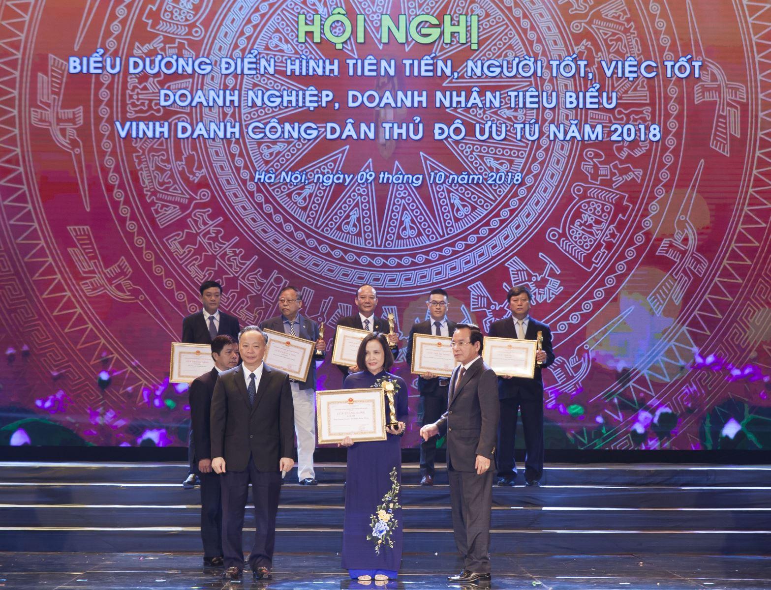 VNI vinh dự nhận CUP Thăng Long của UBND TP Hà Nội