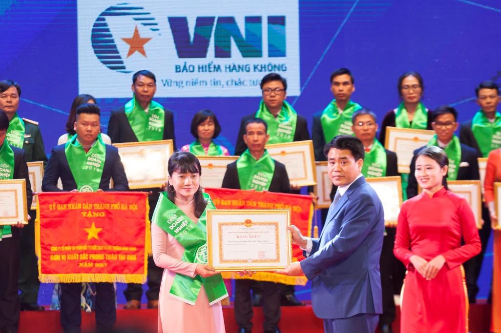Bảo hiểm Hàng không (VNI) đón nhận bằng khen UBND TP Hà Nội trong chương trình Đêm doanh nghiệp 2018