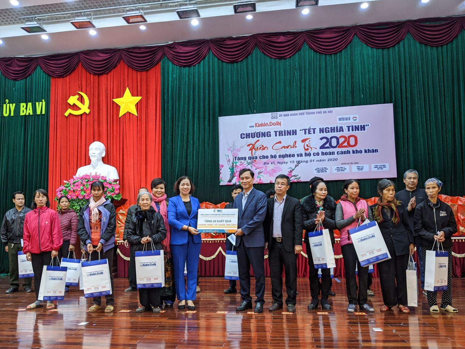Bảo hiểm Hàng không (VNI) tặng quà tết cho gia đình chính sách huyện Ba Vì, Hà Nội