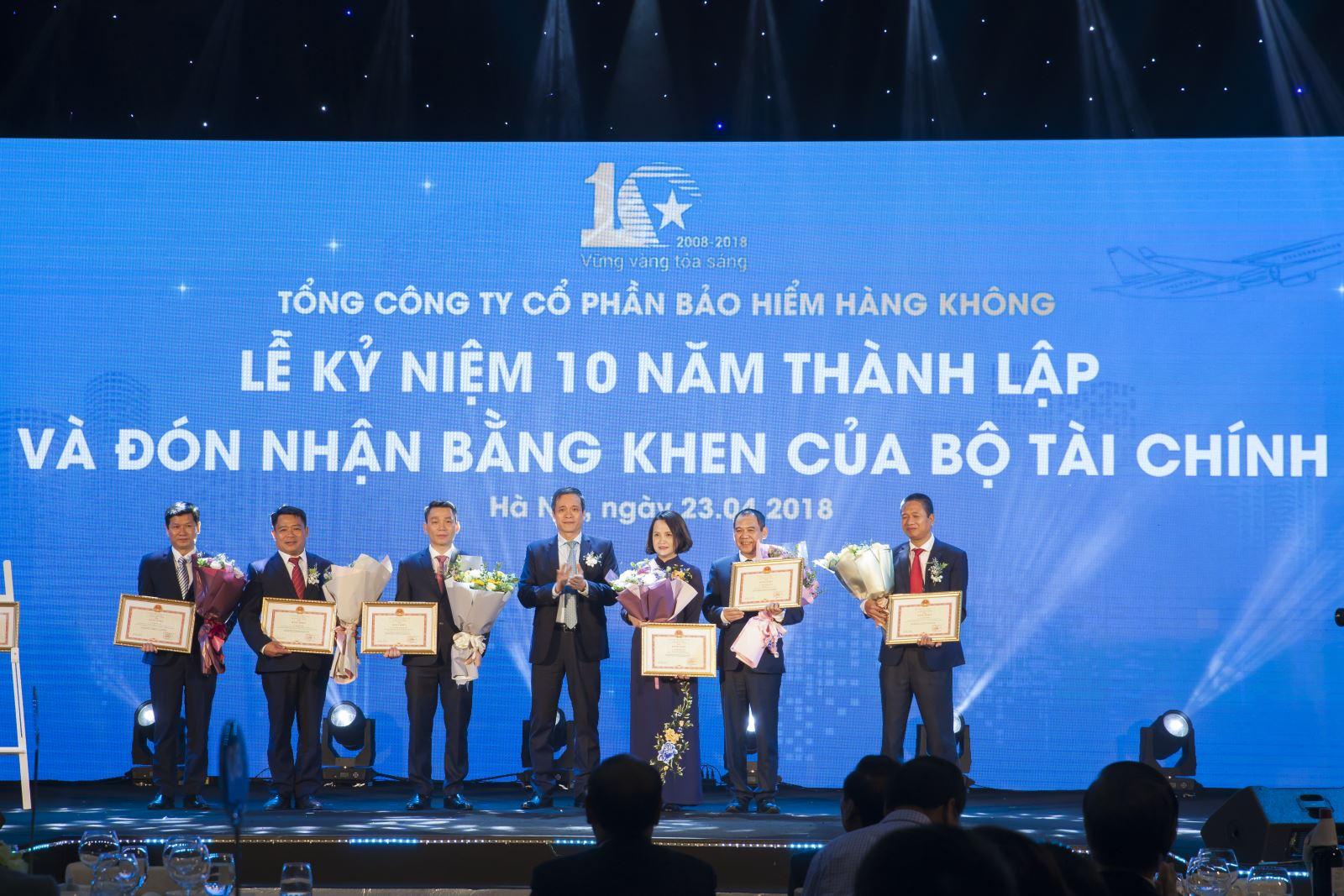 Bảo hiểm Hàng không (VNI) kỷ niệm 10 năm thành lập và đón nhận Bằng khen của Bộ Tài chính