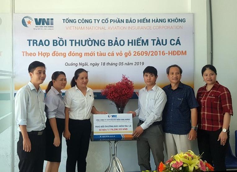 Bảo hiểm Hàng không (VNI) trao hơn 1,1 tỷ đồng bồi thường bảo hiểm tàu cá tại Quảng Ngãi