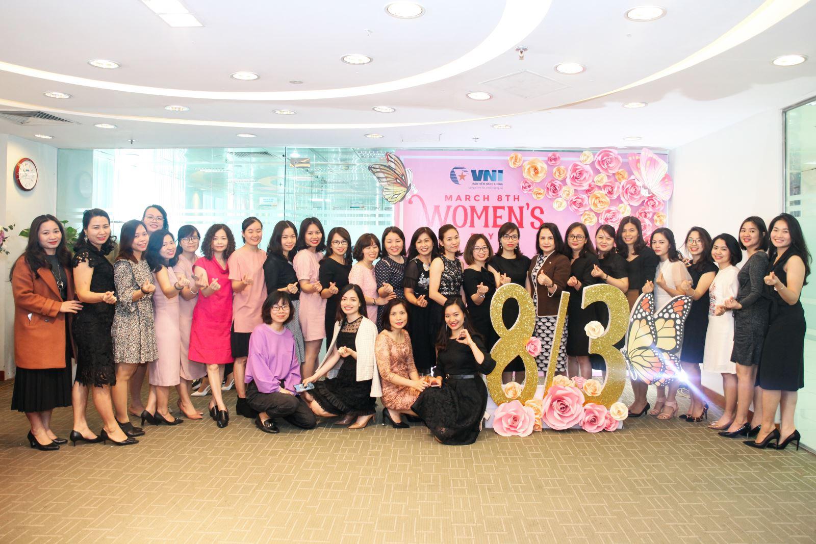 VNI mít tinh chào mừng ngày Quốc tế phụ nữ 8-3