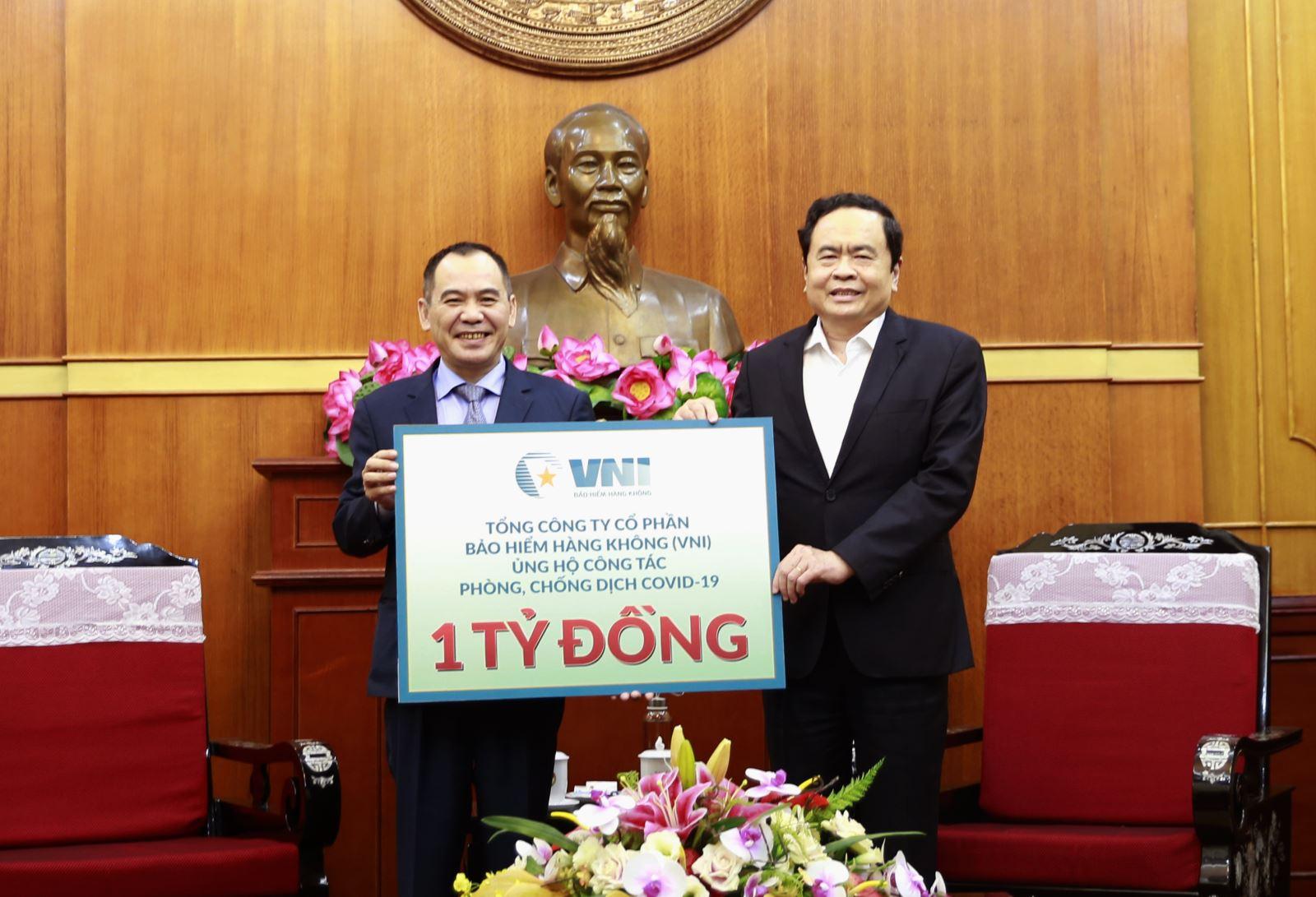 VNI ủng hộ 1 tỷ đồng chung tay chống dịch COVID-19