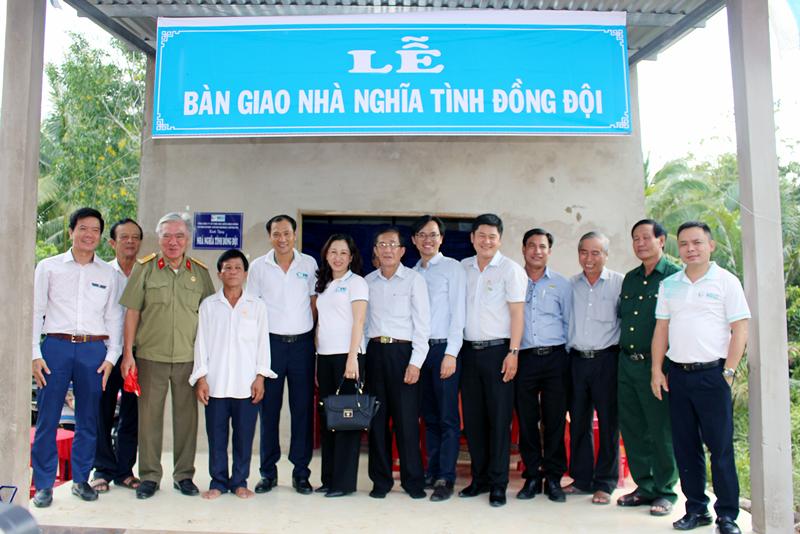 VNI trao tặng nhà nghĩa tình đồng đội tại Bến Tre